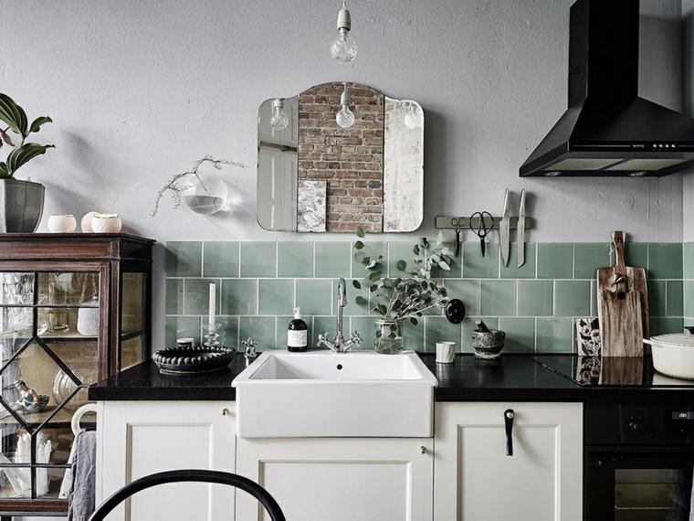 cucina con piastrelle verdi mobili di legno bianco decorazioni stile country vintage