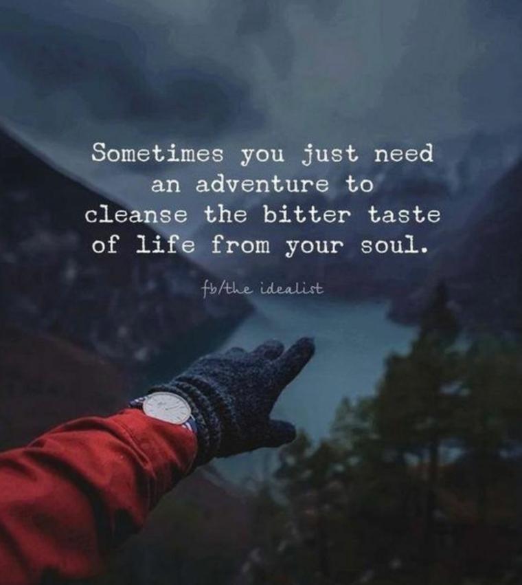 frasi di incoraggiamento per momenti difficili immagine con citazione sfondo lago e montagne