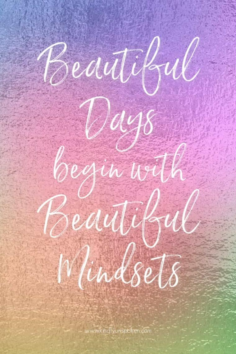 frasi di ispirazione per un buongiorno di coraggio scritta in inglese su sfondo rosa