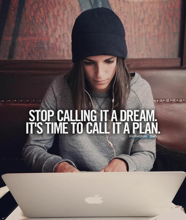 frasi di motivazione di incoraggiamento citazioni sui sogni ragazza sul computer