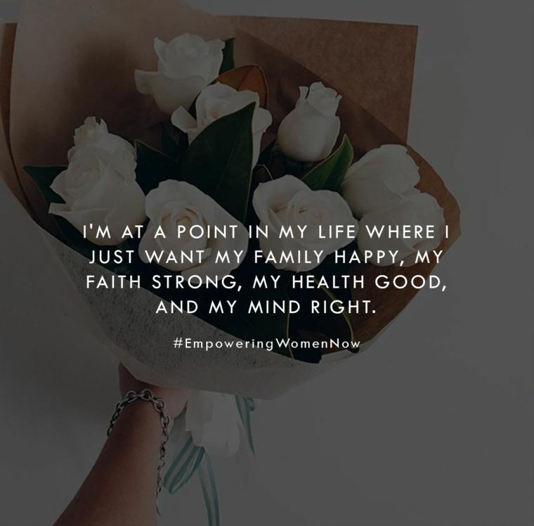 frasi momenti difficili della vita immagine con sfondo bouquet di rose citazione sulla famiglia