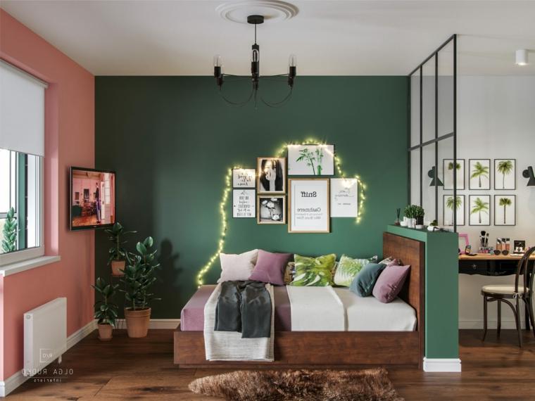 open space monolocale camera da letto con pareti dipinte di verde e colore pesca