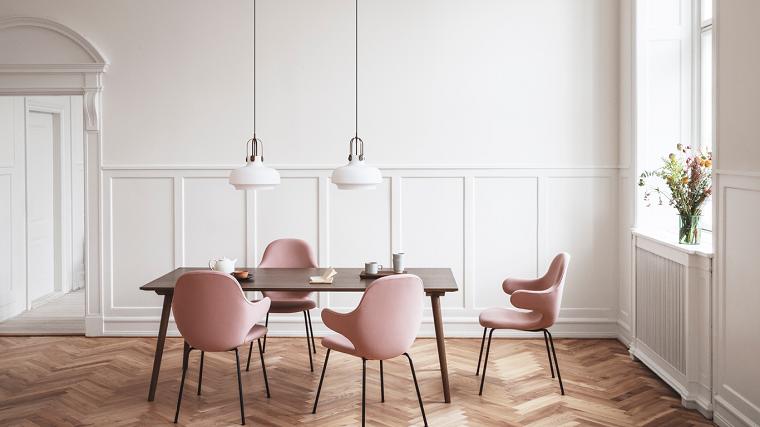 pannelli boiserie in poliuretano sala da pranzo con set di mobili di colore rosa