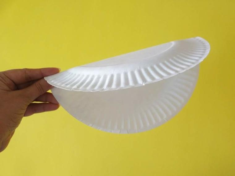 piegare un piatto di carta riciclato lavoretti con il cartone facili