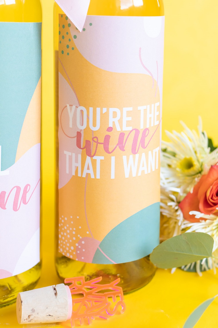 regali san valentino fai da te bottiglia di vino con etichetta personalizzata
