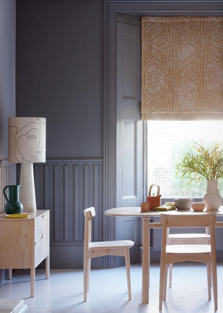 sala da pranzo con set di mobili in legno pannelli boiserie in poliuretano