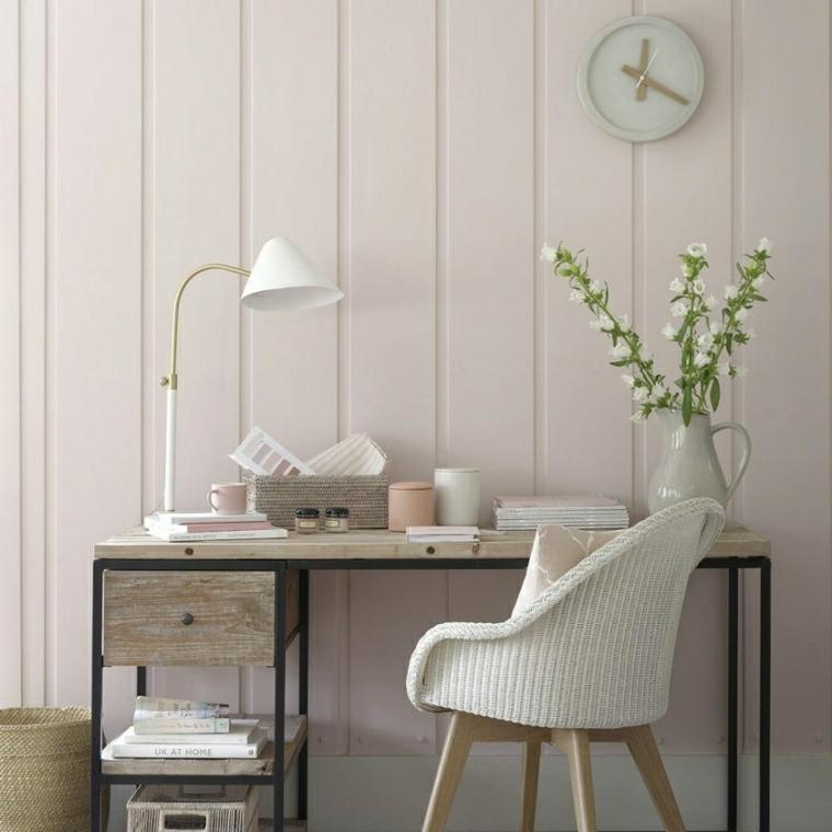 scivania in metallo con cassetti parete in cartongesso di colore bianco effetto boiserie