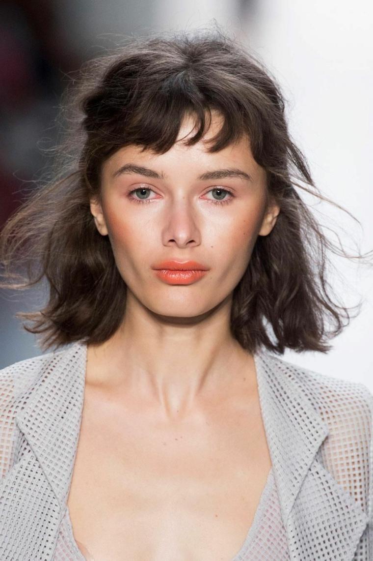 tagli capelli corti inverno 2021 acconciatura taglio caschetto con frangia corta