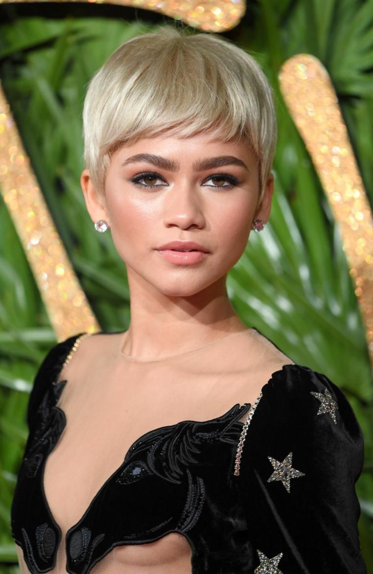 zendaya con capelli cortissimi taglio pixie di colore biondo tagli corti femminili