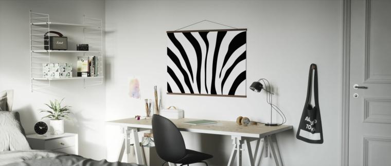 camera bambini con poster da parete zebrato scrivania con sedia grigia