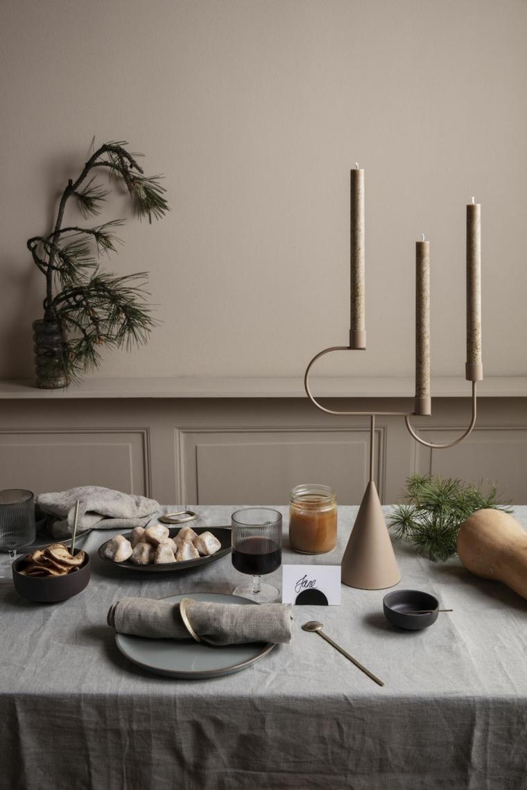 centrotavola con candelabro tavola apparecchiata in stile scandinavo