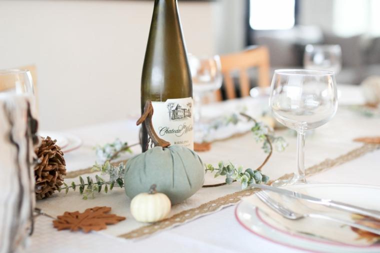 centrotavola con zucche di stoffa come apparecchiare la tavola in modo originale
