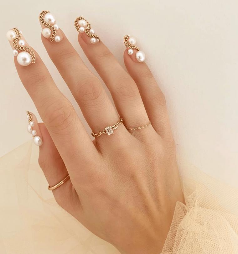 colori ricostruzione unghie smalto rosa decorazione manicure con perle e brillantini