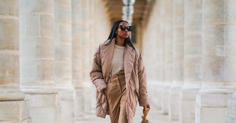 donna tumblr abbigliamento tonalità beige elegante pantalone a vita alta