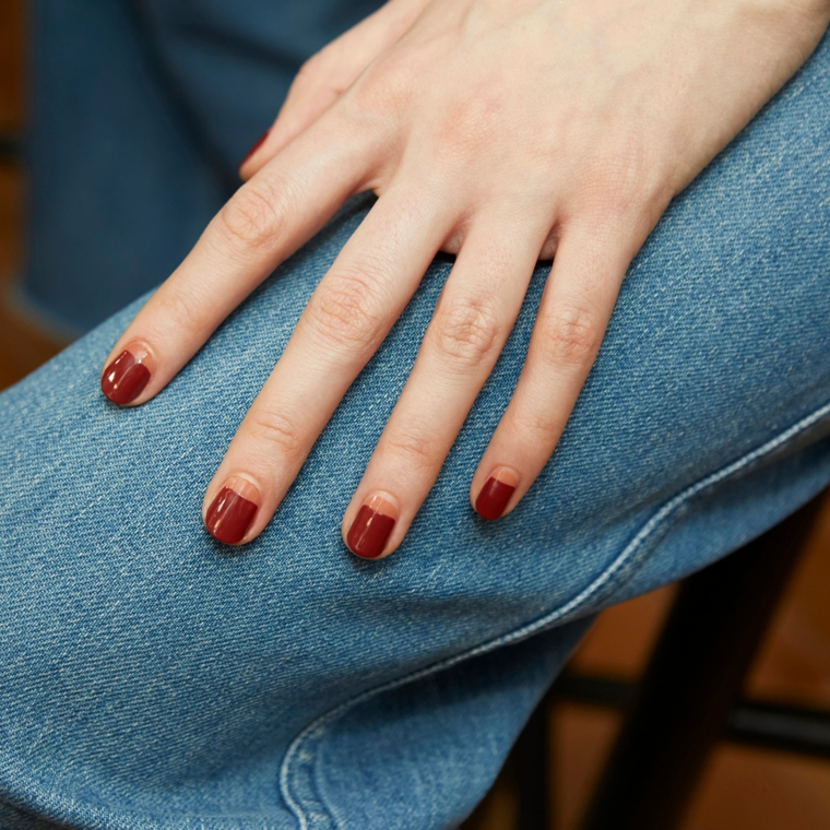 french inversa colori unghie autunno 2021 smalto colore rosso beige