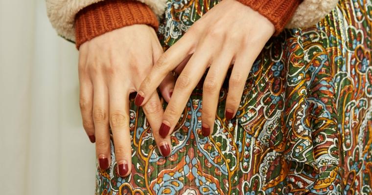 french inversa di colore rosso colore invernale unghie manicure forma quadrata