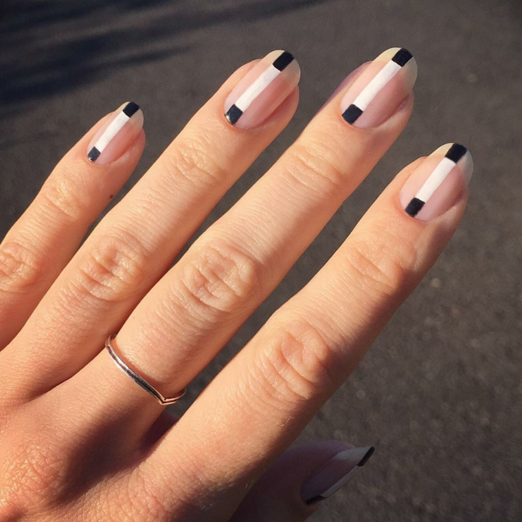 idee unghie 2021 manicure mandorla abbinamento smalto nero e bianco