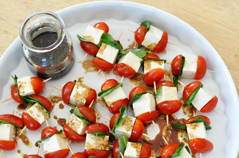 insalata caprese con tofu e pomodorini antipasti vegani facilissimi