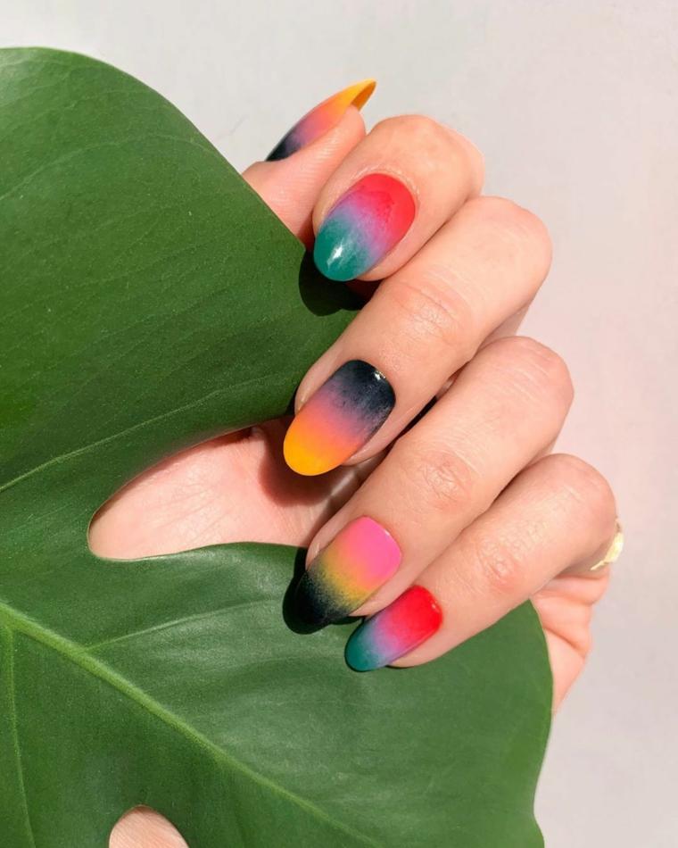 manicure effetto sfumato colori smalto semipermanente 2021 foglia verde