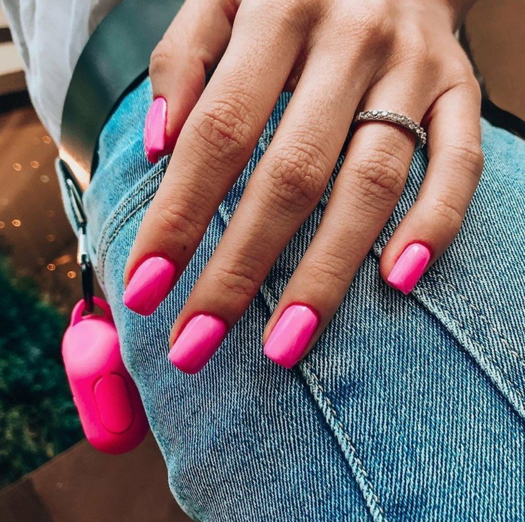 nail art 2021 tendenze smalto unghie colore rosa lucido manicure forma quadrata