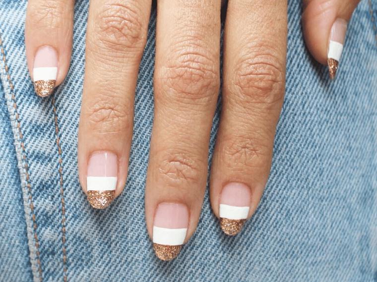 nail art autunno 2021 unghie a mandorla smalto bianco e oro glitter