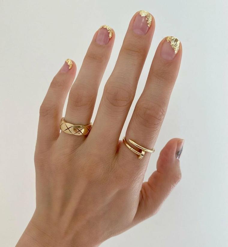 nail art autunno inverno 2021 decorazione manicure effetto lamina di colore oro