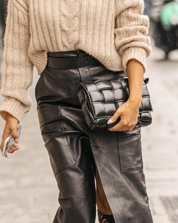 outfit tumblr abbigliamento donna con gonna lunga in pelle di colore nero
