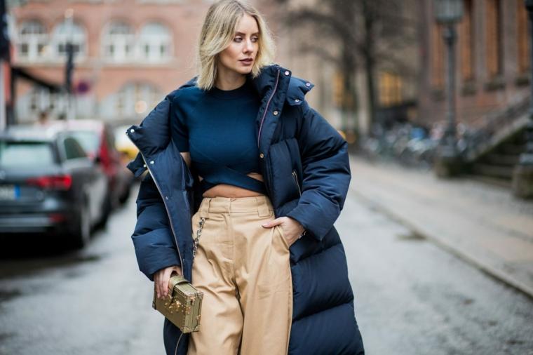 puffer di colore blu navy outfit inverno 2021 casual ragazza tumblr