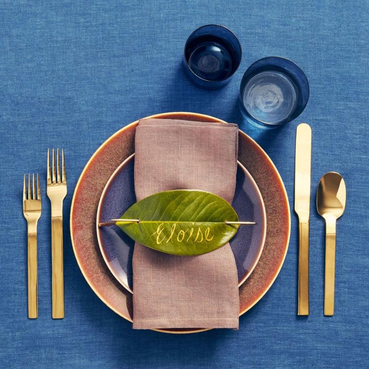 segnposto con foglia verde incisa come si mettono le posate a tavola