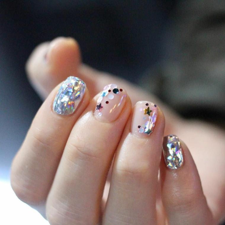 smalto beige lucido con glitter argento unghie gel primavera 2021