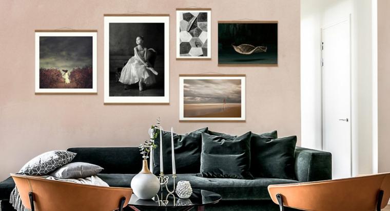 soggiorno con parete di colore rosa poster da parete con fotografie