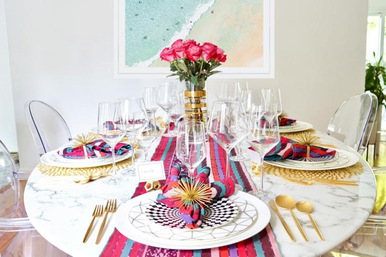 tavola apparecchiata galateo runner colorato con tovaglioli abbinati