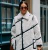 teddy bear cappotto a scacchi outfit inverno 2021 ragazza donna con occhiali da sole