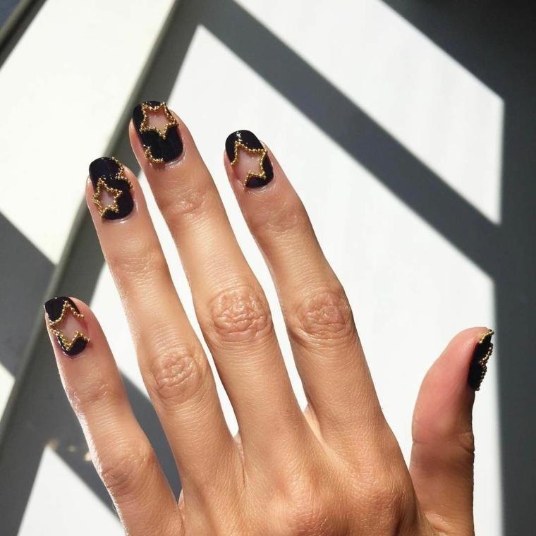 tendenze unghie 2021 smalto di colore nero con stelle trasparenti manicure forma quadrata