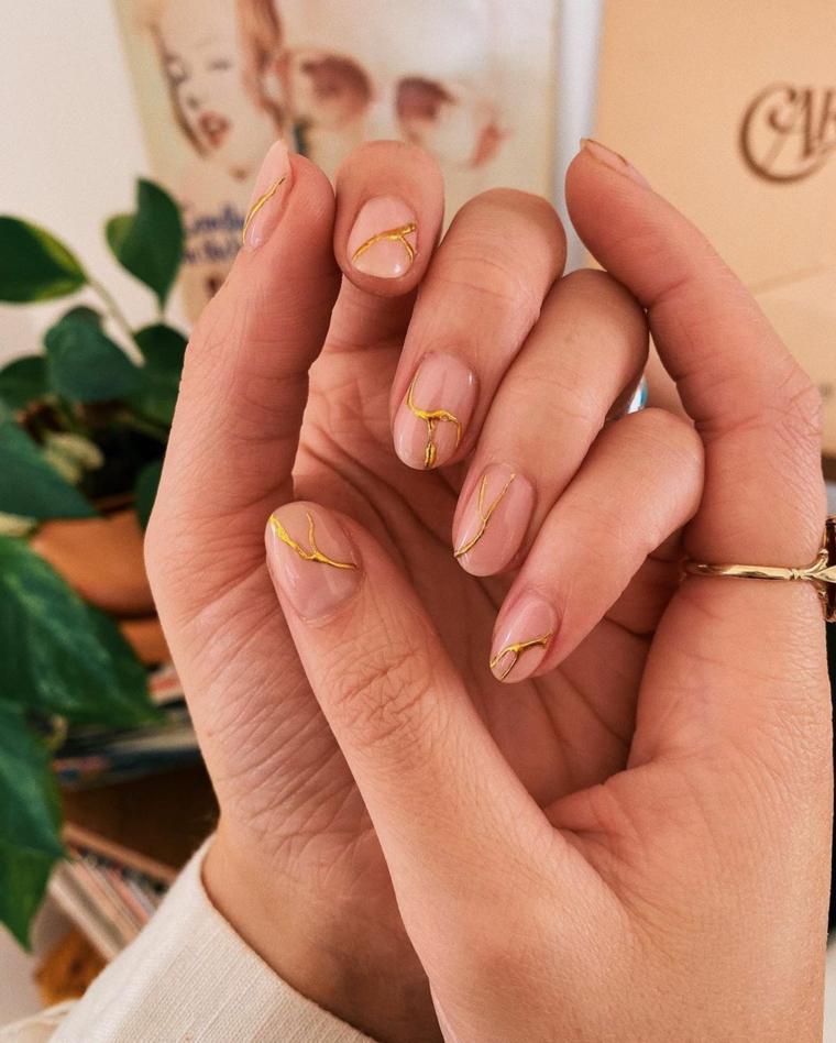 unghie gel estive 2021 manicure a mandorla smalto colore rosa con disegni