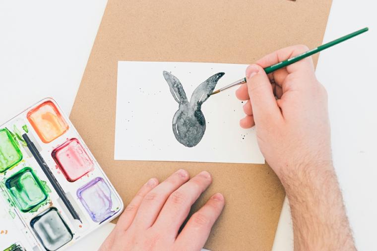 biglietti auguri pasqua fai da te disegno coniglietto con colori tempere
