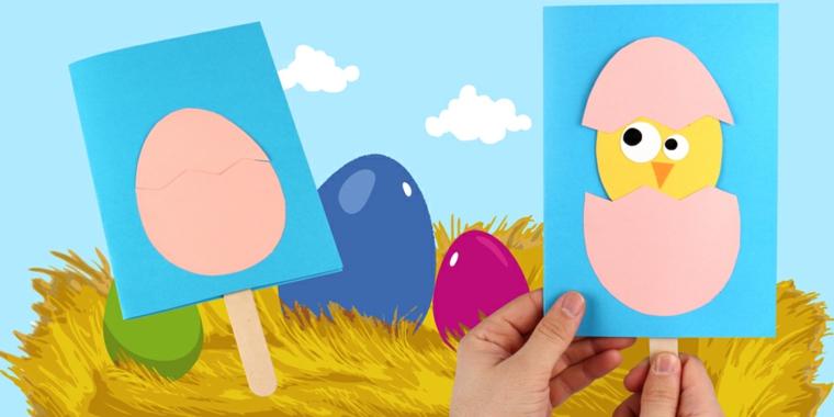 cartolina di pasqua con sagoma di pulcino in uovo di carta incollato