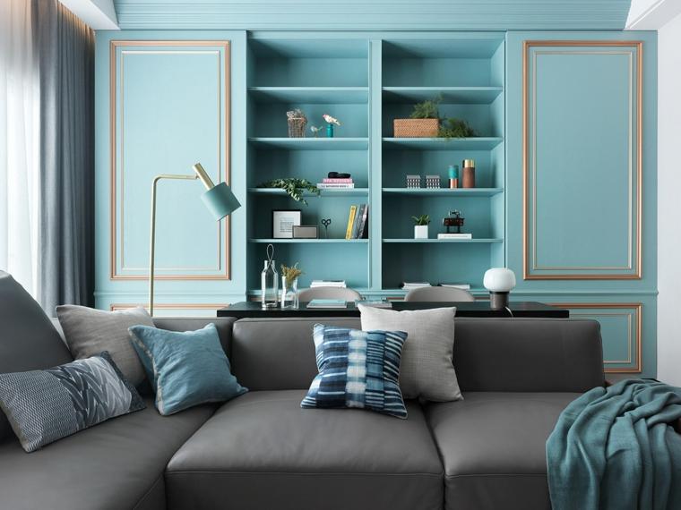 color tiffany soggiorno con divano grigio credenza con mensole e decorazioni