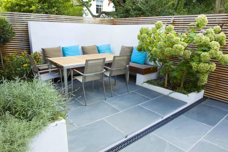 come arredare un giardino pavimentato arredo con mobili in metallo