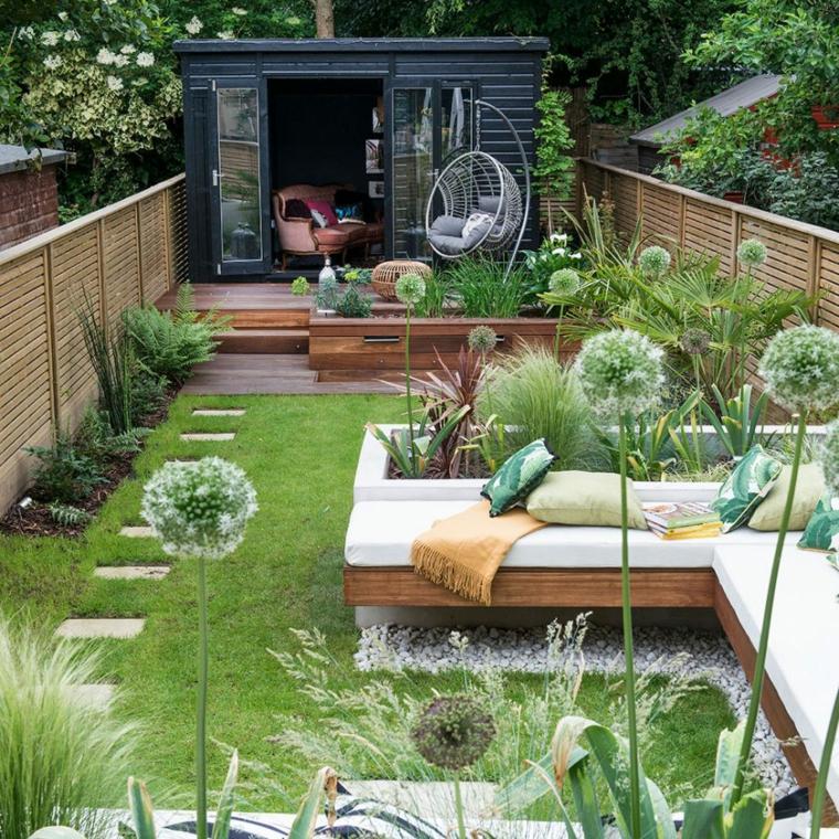 come sistemare il giardino spendendo poco panchina divano con cuscini