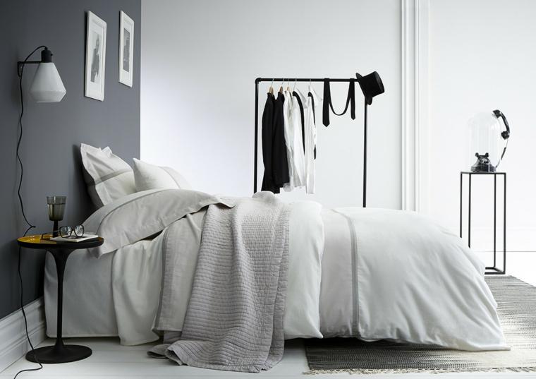dipingere la camera da letto di due colori grigio e bianco arredamento con tavolino comodino
