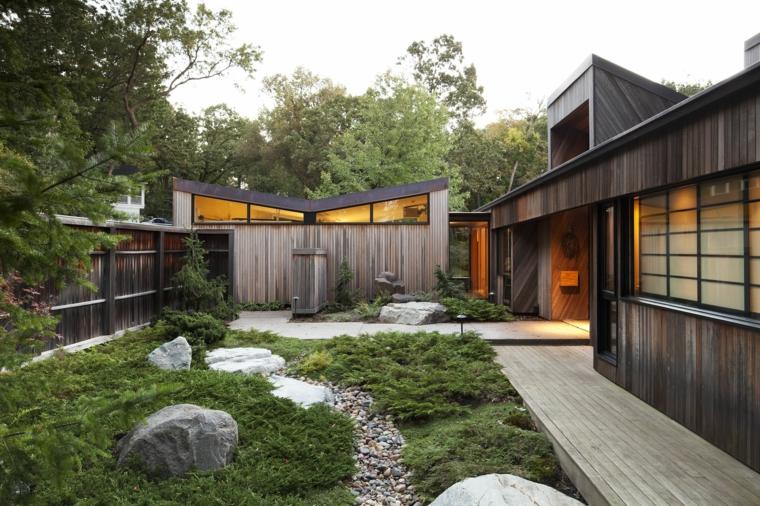 giardino stile zen con vialetto con sassi decorazione con alberi verdi