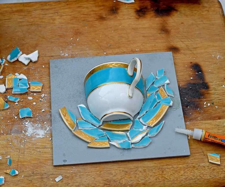 incollare pezzettini di ceramica su una cornice cosa regalare alla festa della mamma