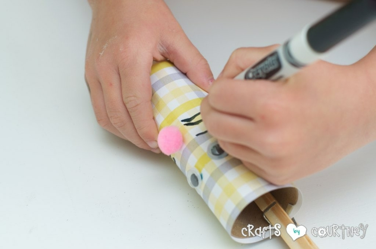 lavoretti di pasqua con rotoli di carta igienica disegno baffetti di coniglietto
