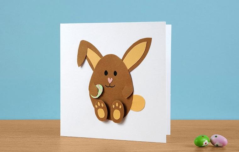 lavoretti di pasqua per bambini cartolina con collage coniglietto su carta bianca