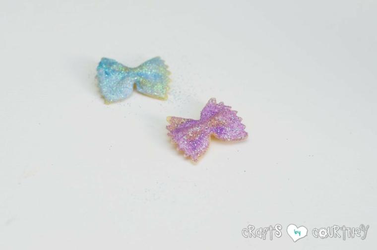 lavoretti di pasqua per bambini pasta farfalle decorate con glitter colorate