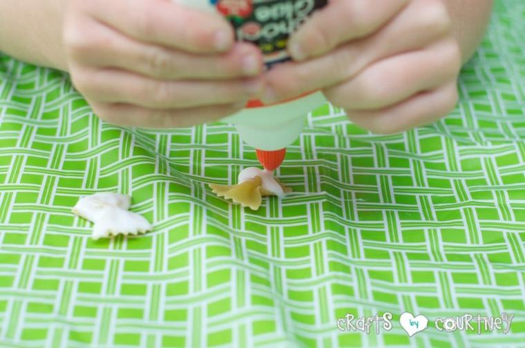 lavoretti di pasqua semplici pasta farfalle con colla vinilica bianca