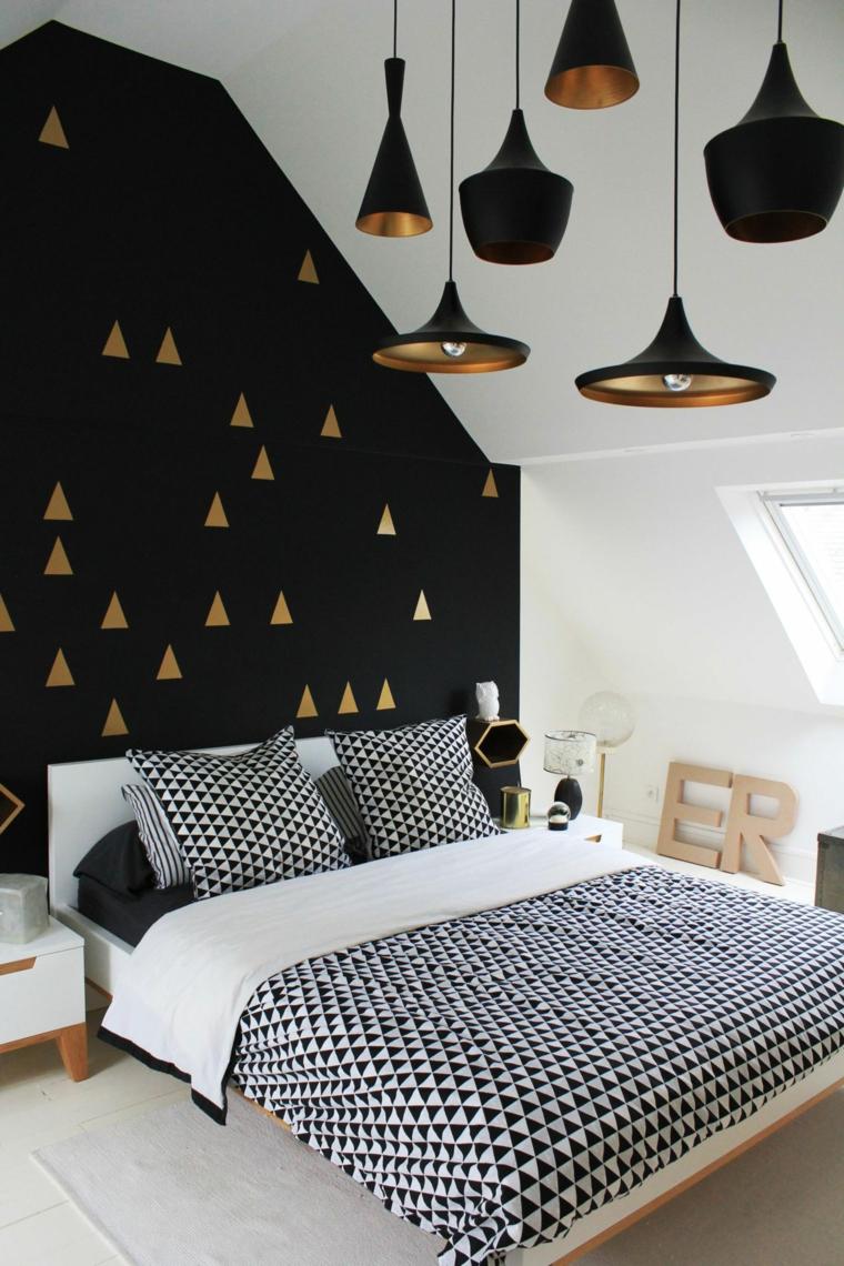 mansarda con lampadari a sospensione parete nera con triangoli neri pareti colorate camera da letto