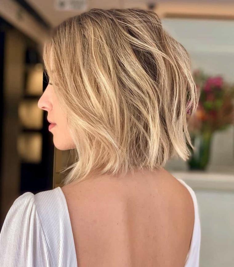 medio corti tagli capelli corti inverno 2021 acconciatura caschetto biondo mosso