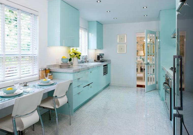 open space cucina e sala da pranzo insieme mobili colore tiffany abbinate pareti bianche